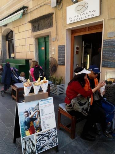 Rio Maggiore-street fish food