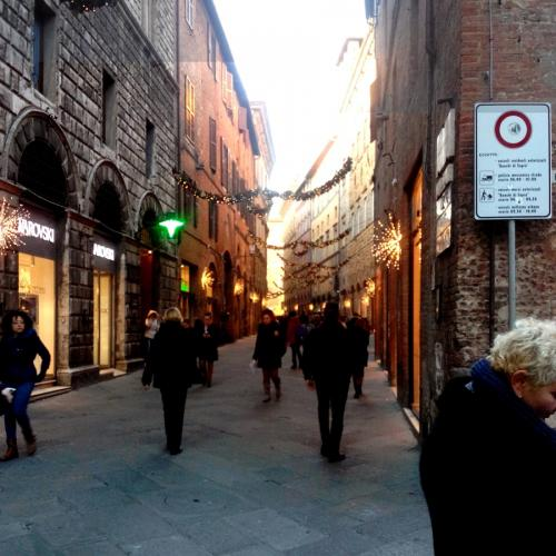 via-banchi-di-sopra-for-christmas-siena